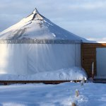 Warm comfortable yurt with AWESOME views!! Bathroom facilities, snacks, hot coffee, hot chocolat