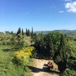 La struttura e la vista panoramica da Villa Gloria