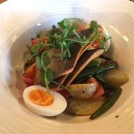 Salmon fillets with Nicoise salad