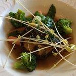 Entrée : ravioles de langoustines et son bouillon de curry vert