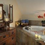 Honeymoon Sweet Jacuzzi tub