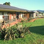Motel ensuites, 7units with attached kitchen