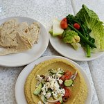 Hummus with Pita and Veggies