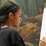 artista nella sala delle pitture