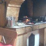 feu de cheminée pour les grillades mais aucune fumée dans la salle