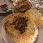Bean with smoked bacon soup served in bread and onion salad. Very good taste and presentation. E