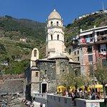 Vista de la iglesia en Vernazza