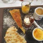 Café gourmand. Tourtière, créme brulée, glace citron passion.