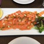 Saumon gravlax mariné avec aneth super bon