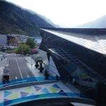 Vista desde la habitación del Hotel. Puente de entrada Caldea