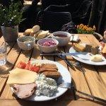 Pyszne śniadanie , duży wybór , świeże , miła obsługa . Wrócimy tu przy kolejnej wizycie w Krako