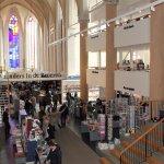 Boekhandel en o.a. brasserie in de voormalige Broerenkerk