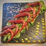 Gamberi rossi di Mazara, ananas grigliato, maionese al wasabi