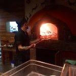 Horneando la pizza
