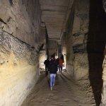 Sehr große Höhlen die alle von Menschenhand gegraben wurden.