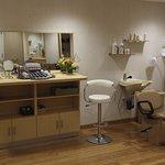 Viana Spa Make Up & Hair Stations
