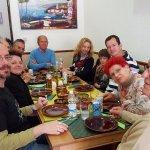Un grupo de estimados clientes de Falafelmania!