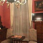 Los muebles son traídos de Italia, la habitación cuenta con internet, amenidades, café,