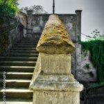 Dettaglio della scalinata che porta dal centro cittadino al Castello