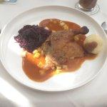 2. Gang - Entenkeule in Calvadossoße mit Rotkohl und Knödel