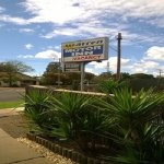 Warren Motor Inn - Motel Entrance on Chester street - In town close to clubs, shops and racecour