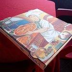 La Rosa Negra: si te sobre pizza te dan caja para que te la puedas llevar a casa