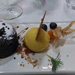 Coulant de chocolate con helado de mango (subirás al cielo)