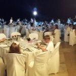 noche de vestimenta blanca, por la paz en la piscina