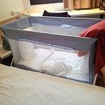 Cuna, o carrito de la ropa de pisos, que es lo que parece. No es seguro con esos hierros