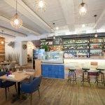 """Маленькая Испания в большой Москве, так можно описать кафе """"PaPaella""""."""