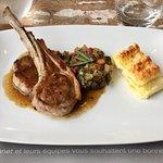Carré d'agneau Français, ratatouille minute, gratin de macaronis frais, jus de romarin et basili