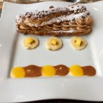 Paris-Brest, pralines, amandes, noisettes, coulis exotique.