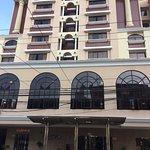 Fachada principal del hotel Milán.