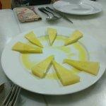 (Una ración de queso) Falta sólo unu trozo.