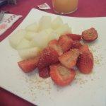 Desayuno Fruta, Yogurt, cereales, zumo de naranja natural y café