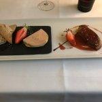 Déclinaison autour de la fraises.  Médaillons d'agneau fumé au romarin Duo de foie gras à la fra