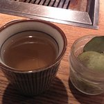 Té de cortesía y helado de té (pagado).