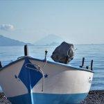 vue des iles (Panaréa et Stromboli) depuis le bord de mer à coté du camping