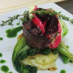 Beef tenderloin with bearnaise sauce and warm beetroot glaze