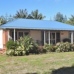 Trade Winds Country cottage front verandah