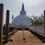 Photo de Ruwanwelisseya Dagoba