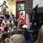 Contação de histórias na casa da Bruxa