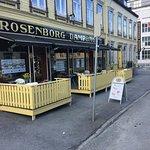 Rosenborg bakeri er en ærverdig bakericafe' med madde god bakst