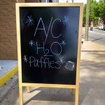 Yes, they have a/c and water - like every other restaurant in the USA!