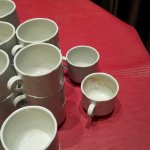 Mesa con tazas