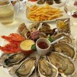 Deux assiettes de fruit de mer, frite et pichet 50cl de vin blanc