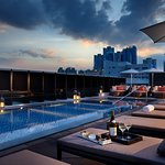 Rooftop pool & Bar