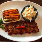 Baby ribs with grilled veggies and coleslaw