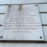 Plaque outside of the Hotel commemorating American Independance