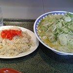 味噌ラーメン(ネギ増)と半チャーハンセット